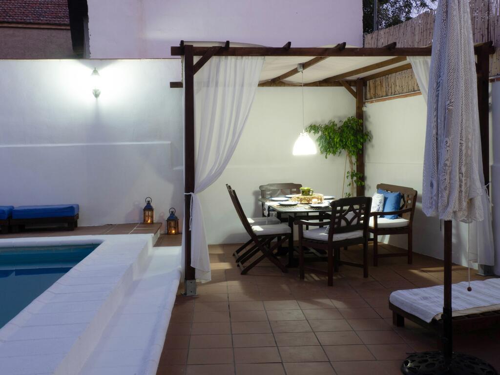 Casa rural de granada con piscina privada y patio exterior privado
